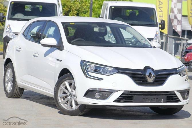 new used renault white small hatch 5 doors 4 cylinders cars for