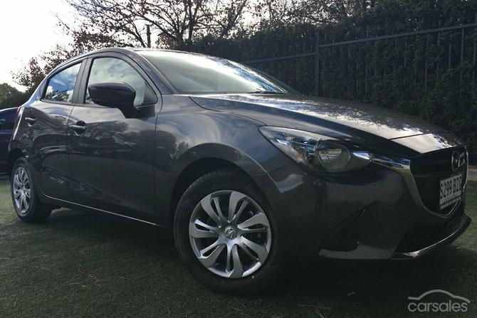 2011 mazda 2 hatchback mpg